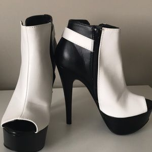 Size 7.5 qupid platform booties